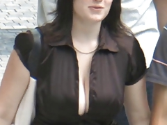 Candid - Busty Bouncing Tits..